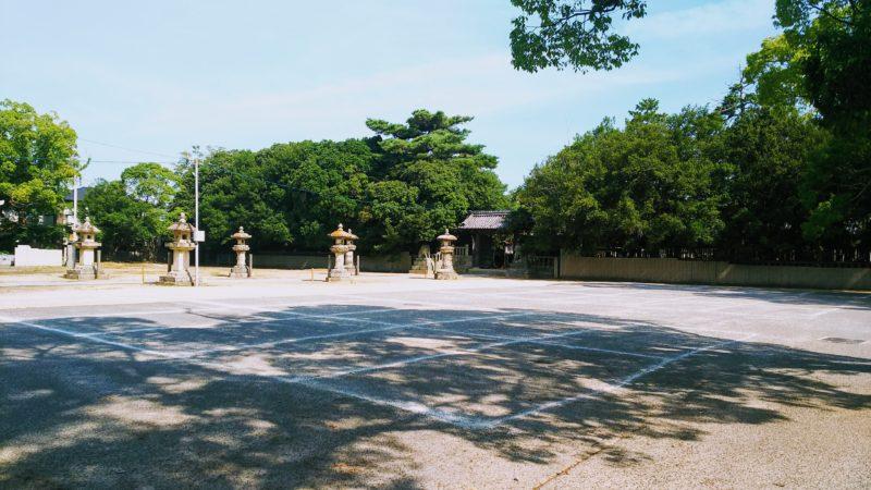 白鳥神社の駐車場