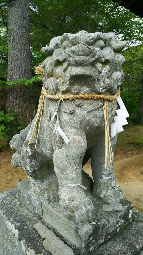 神門前にある狛犬
