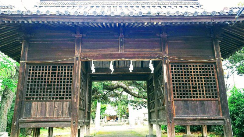 初代高松藩主が寄進した神門
