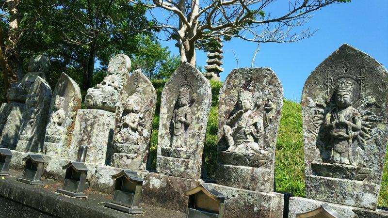 穴不動古墳周辺には西国三十三観音が配置されている