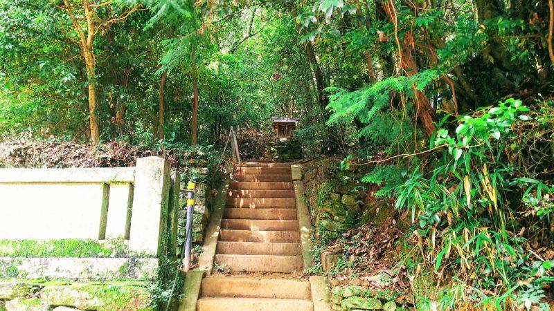 奥の院に続く階段