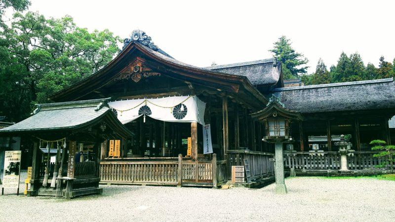 入りトンボ様式という珍しい形の社殿